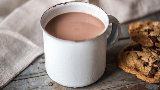 Σε τι χρώμα κούπα πρέπει να πίνεις την ζεστή σοκολάτα;